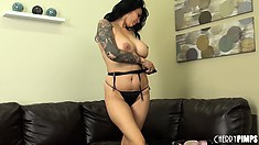 Superb woman Tera Patrick demonstrates her lovely body shape