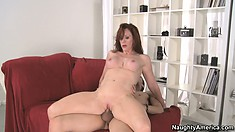 Cougar puts herself in different positions to better enjoy a fuck