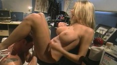 Buxom Brianna Banks fingers her cunt while taking a big rod up her ass
